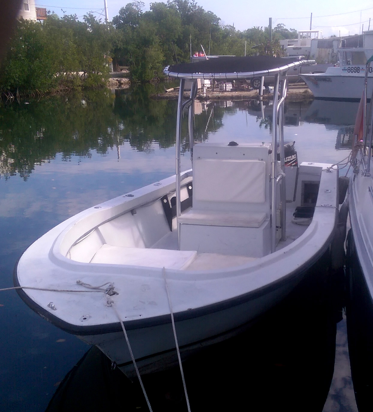 Florida keys fishing boat rentals 21 39 center console for Fishing boat rental